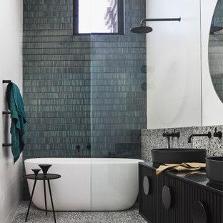 Idéer för ett modernt svart badrum med dusch, med luckor med lamellpanel, svarta skåp, ett fristående badkar, en öppen dusch, grön kakel, stickkakel, vita väggar, klinkergolv i keramik, ett piedestal handfat, bänkskiva i akrylsten, flerfärgat golv och med dusch som är öppen