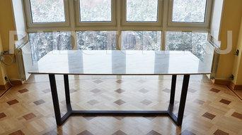 Стол из мрамора Волокас на металлтческом подстолье
