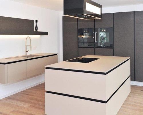 Minimalistische küche in schwarz weiß