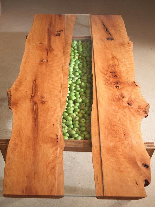 esstisch aus massivem birnbaumholz mit nat rlicher. Black Bedroom Furniture Sets. Home Design Ideas