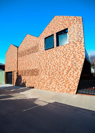 How to clean exterior brick of different stains houzz - How to clean brick house exterior ...