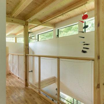 開放的な2室をつなぐ廊下