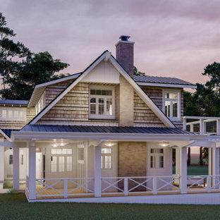 На фото: двухэтажный, белый частный загородный дом среднего размера в стиле кантри с комбинированной облицовкой, двускатной крышей, металлической крышей, черной крышей и отделкой доской с нащельником с