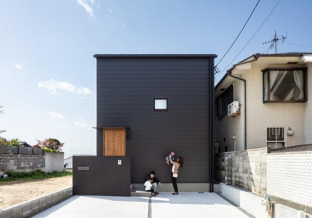 モダン 家の外観 by SQOOL一級建築士事務所