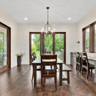 Inspiration för stora lantliga kök med matplatser, med vita väggar, mellanmörkt trägolv och brunt golv