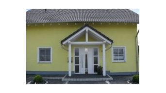 Haustüranlange mit Vordach