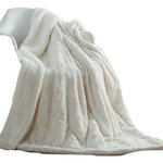 "DaDa Bedding Collection - Luxury White Roses Warm Luxe Faux Fur Sherpa Fleece Throw Blanket 50"" x 60"" - Wrap yourself in our Super Soft Luxury White Roses Sherpa Faux Fur Throw Blanket which gives a unique and cozy"