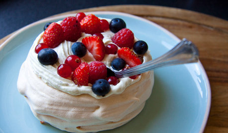 Aux fourneaux : Un pavlova fruits rouges et chantilly pistache