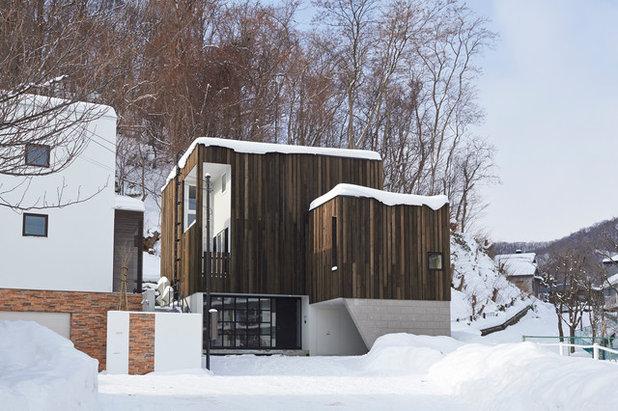 コンテンポラリー 家の外観 by アトリエモノゴト 一級建築士事務所