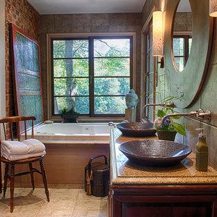 Immagine di una stanza da bagno etnica con piastrelle marroni, pavimento beige e top multicolore