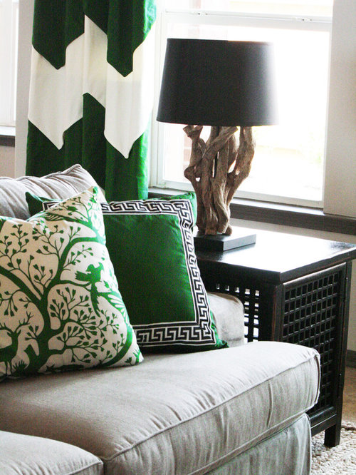 Emerald green interior ideas pictures remodel and decor for Emerald green bedroom ideas