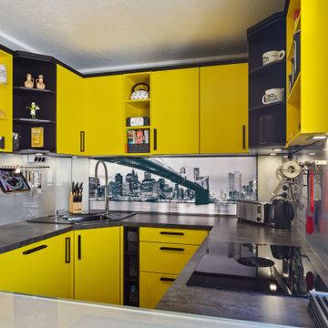 Moderne Küche in ausgefallenen Farben