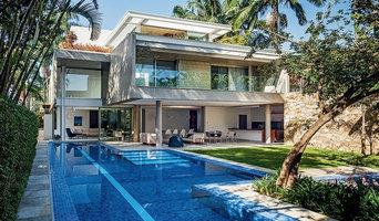 Modern Backyard & Pool
