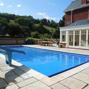 Foto de Bespoke Swimming Pools Ltd