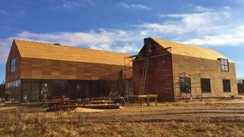 Hardwood rainscreen siding and roof on residence in Bridgehampton, NY