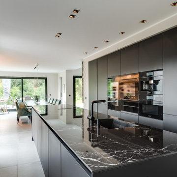Eleganz in der SieMatic-Küche in mattem Schwarz