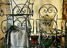 Kärleksstol blir trädgårdsgodis hos mig! Nyproducerade? Kostnad?