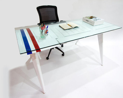 Attirant Airplane Wing Desk