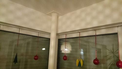 Wie Kann Man Vorhänge An Einem Eckfenster Mit Stütze Anbringen