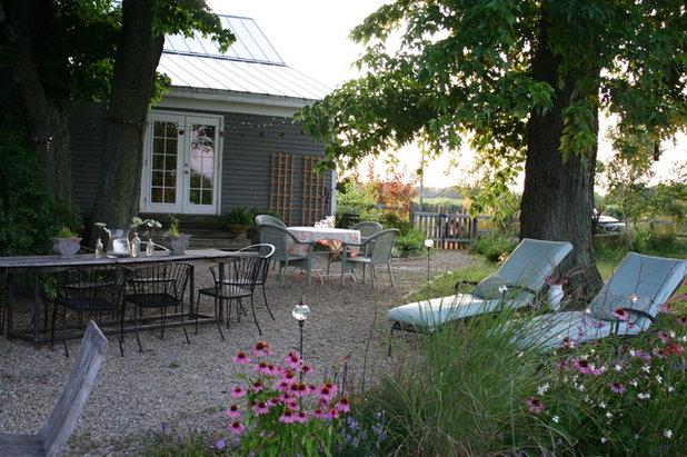 Farmhouse  by KitchenLab Interiors