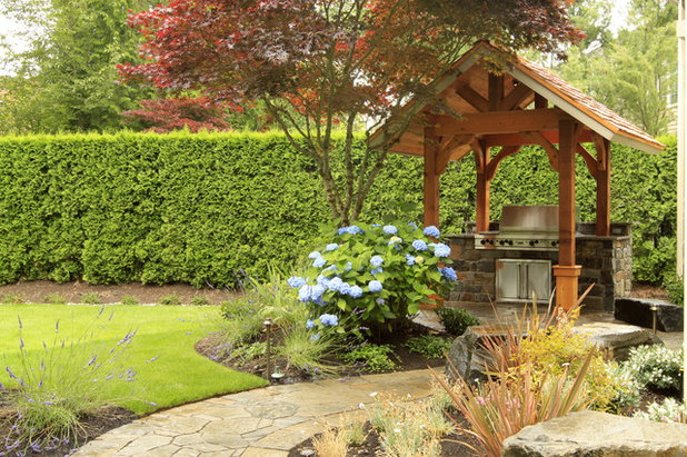 Traditional Landscape by Alderwood Landscape Architecture and Construction