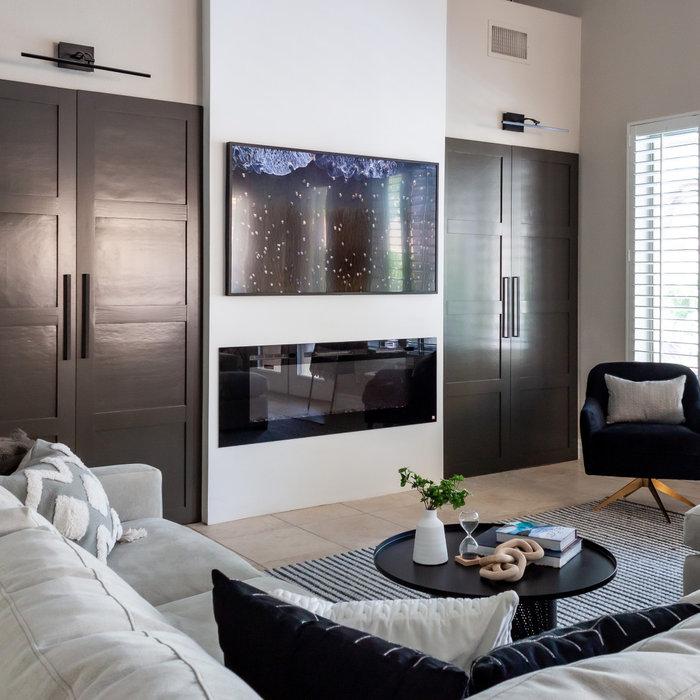 Transitional home design photo in Las Vegas