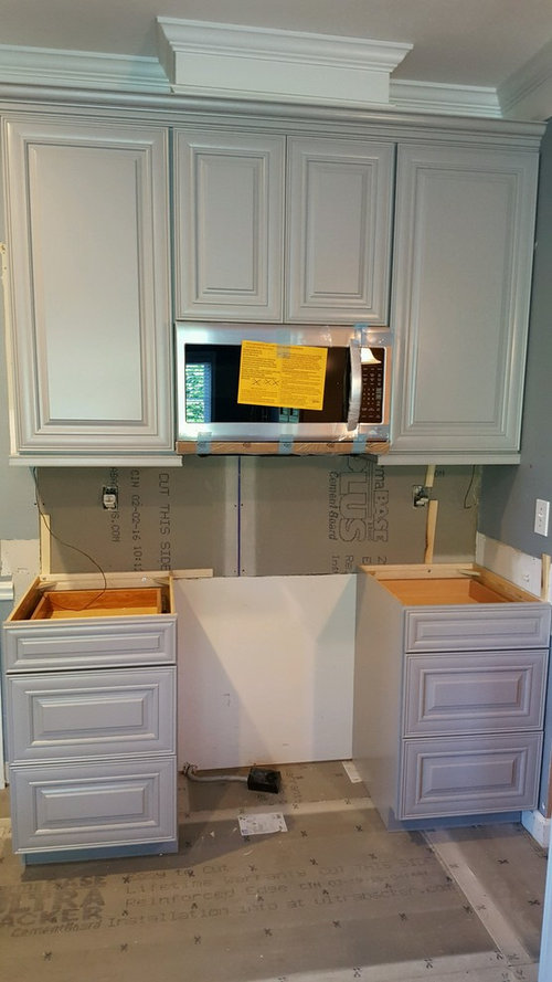 Kitchen Cabinets - Pulls vs Knobs