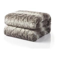 """Snow Giraffe Faux Fur Throw Blanket, 90""""x90"""""""