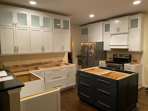 What Kitchen Wall Color For White And Navy Cabinets
