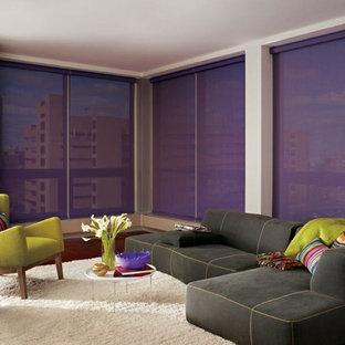 タンパの大きいコンテンポラリースタイルのおしゃれなLDK (白い壁、濃色無垢フローリング、テレビなし) の写真