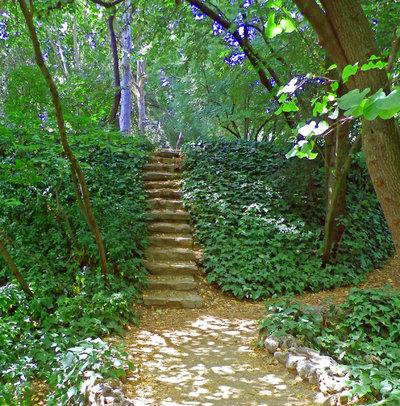 Escaleras de jard n 8 ideas sugerentes para salvar desniveles for Escalera de jardin de madera