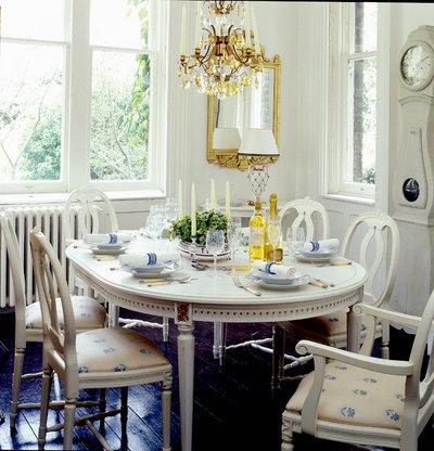 トラディショナル ダイニング Gustavian style dining table