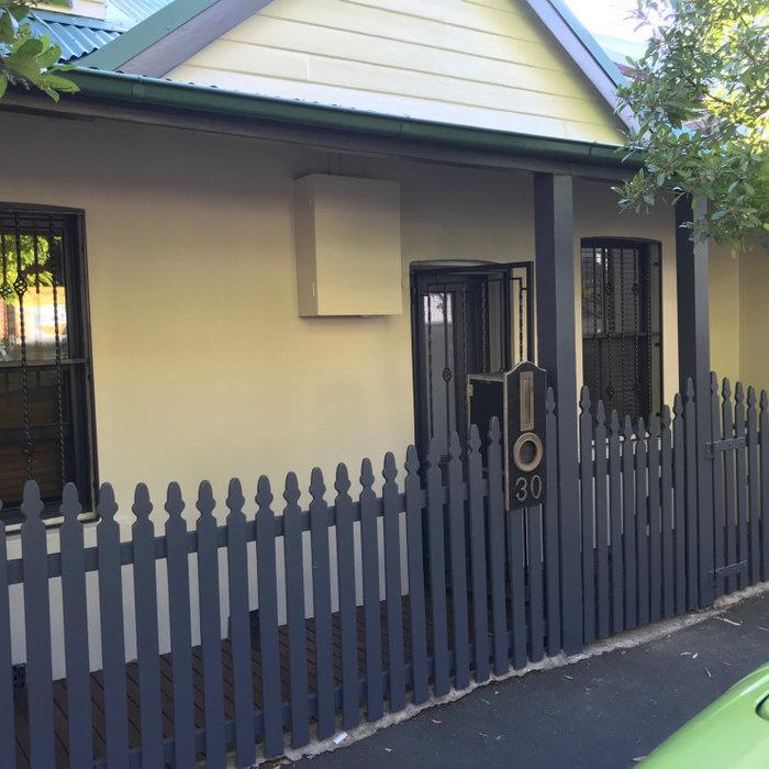 Cottage, interior/exterior, Newtown
