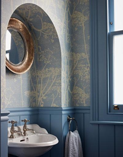 Неоклассика Туалет by Godrich Interiors