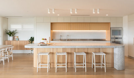 Room of the Week: An Expansive Coastal Kitchen's Bright Rebirth