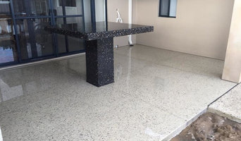 Custom formed table in honed aggregate