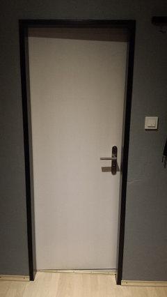 Schwarze Türen gästebad-tür - schwarz oder weiß?