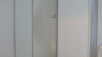Three door sliding door white