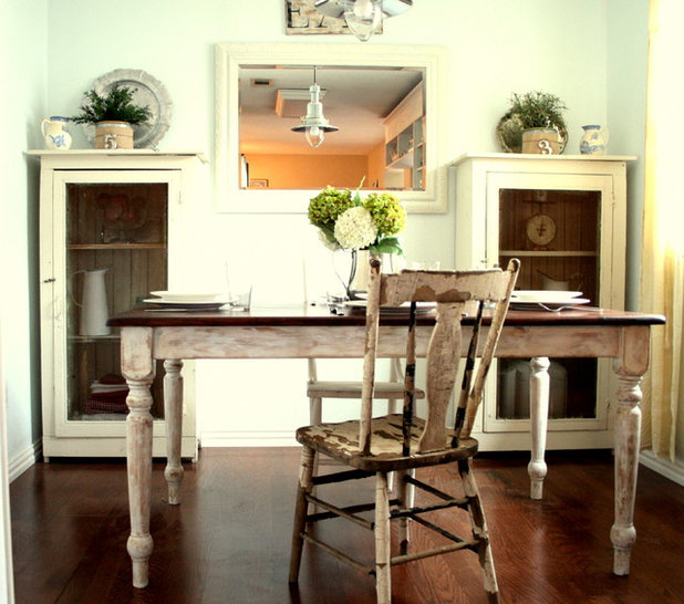 Shabby-chic Style Kitchen by The Virginia House