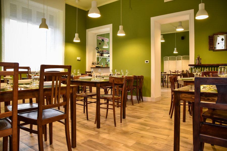 Relooking di ristorante rustico-chic verde olivaradiatore