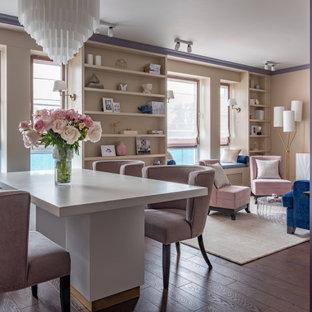 На фото: гостиная-столовая в стиле неоклассика (современная классика) с бежевыми стенами, темным паркетным полом и коричневым полом с