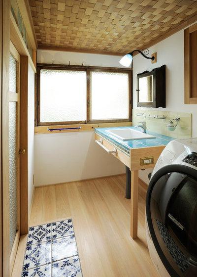 Japanese Powder Room by 岩崎建築研究室