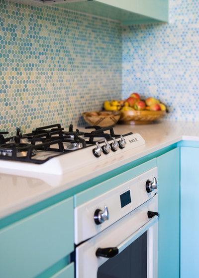 Beach Style Kitchen by Rebecca Lu Photography
