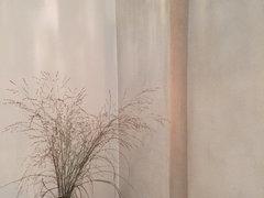 Auf Den Beiden Bildern Mit Der Blumentapete Sieht Man Einen Rotband Mauervorsprung Im Bad Dort Sind Auch Weißen Wände Geschliffen