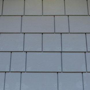 Mittelgroßes, Zweistöckiges, Blaues, Blaues Rustikales Einfamilienhaus mit Faserzement-Fassade, Satteldach, Misch-Dachdeckung und Verschalung in Denver