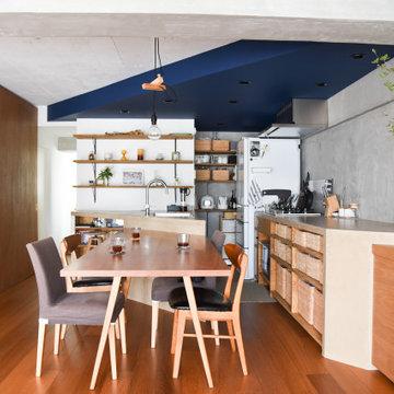 キッチンに合わせてダイニングテーブルも製作