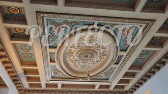 Потолок в классическом стиле с элементами лепного декора
