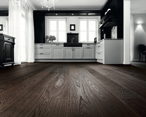 Parkettmanufaktur PLANK 1-STRIP OAK ARABICA FORTE deep brushed with bevelled edg - Engineered Wood Flooring