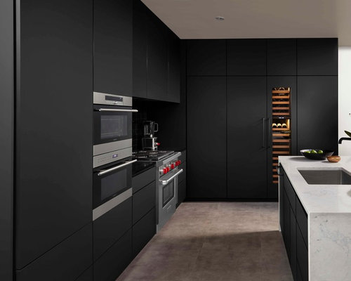 Matte black kitchen with fenix ntm for Matte black kitchen doors
