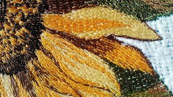 Образцы вышивки на обивке и текстиле.